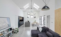 This minimalist loft look's industrial elements such as the concrete floors, fresh white walls and low-hanging pendant lights create a harmonious atmosphere Kitchen Units, Open Plan Kitchen, Kitchen Dining, Contemporary Windows, String Lights In The Bedroom, Window Styles, Small Space Living, Living Spaces, Open Plan Living