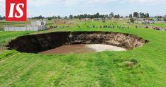 Vajoama ilmestyi viljelysmaalle Pueblan osavaltiossa sijaitsevassa Santa María Zacatepecin kaupungissa. Kraatteri on noin 20 metriä syvä. Santa Maria, Golf Courses, Art, Art Background, Kunst, Performing Arts, Virgin Mary, Art Education Resources, Artworks