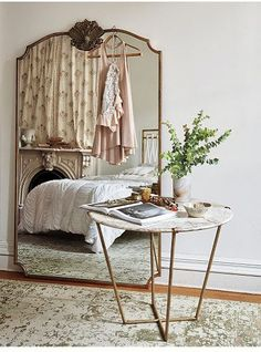 oversized wall mirror, cute cactus and a Moroccan rug | Interior ...