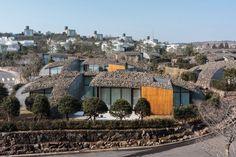 Art Villas, Block D: Kengo Kuma diseña casas con cubiertas de roca volcánica en Corea del Sur © Kengo Kuma & Associates