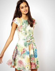 The weather is getting warmer, the sun is shining more often....we get it, you're dreaming of summer and tropical destinations. You may not able to hop on a plane and immerse yourself in salty sea air, sandy beaches and ukulele music right now, but you can still bring a little bit of the tropics to you. Check out these 20 tropical print pieces we've gathered up to help make that dream a close reality, and be prepared to feel like you're living the shore life (vicariously, of cours...