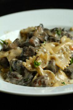 Smith's Vegan Kitchen: Portabello Stroganoff with Farfalle