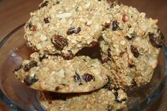 40 g of oatmeal  1 egg  1 egg white  4 tsp stevia powder (can be replaced by other sweetening)  1 teaspoon baking powder  1 teaspoon vanilla extract  A handful of chopped almonds and raisins