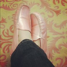 f7b895ebfa40f I just love these pearly pink driving mocs I bought years ago in Provençe.  Why