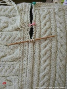 Joining blanket square Cast on three stitches on dpn. Slip last stitch to rh nee. lernen anfänger linkshänder Joining blanket square Cast on three stitches on dpn. Slip last stitch to rh nee. Knitting Squares, Knitting Stitches, Knitting Patterns Free, Knitting Needles, Free Knitting, Baby Knitting, Crochet Patterns, Knitted Baby, Knitted Dolls