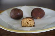 Paleo Peanut butter snack balls, gluten free, dairy free, (refined) sugar free.