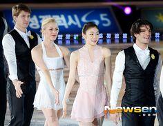 [포토엔]김연아 '친구들과 함께 하는 피날레' - 손에 잡히는 뉴스 눈에 보이는 뉴스 - 뉴스엔