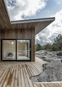 The terrace is placed right next to rocks and trees. Devon House, Wooden House, Green Plants, Gazebo, Cottage, Outdoor Structures, Windows, Places, Outdoor Decor