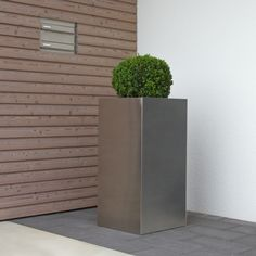 The high-grade steel planter TORRE 80 with its brushed surface sets highlights in every surroundings. For more stainless steel olant pots look at: https://www.planters-online.co.uk/planters-stainless-steel/.