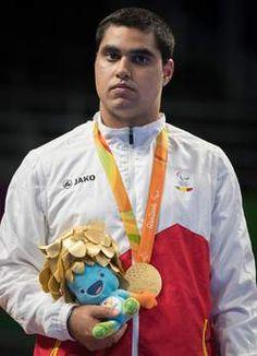 Het ontroerende moment waarop Florian Van Acker gouden medaille opdraagt aan…