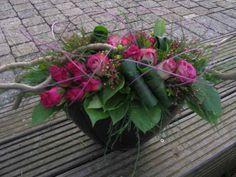Modern Floral Arrangements, Beautiful Flower Arrangements, Floral Centerpieces, Beautiful Flowers, Art Floral, Deco Floral, Grave Decorations, Flower Decorations, Flower Vases