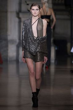 Yiqing Yin Spring 2016 Couture Fashion Show