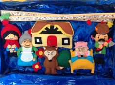 Little Red Riding Hood  characters, a mobile for your little one´s room; as the baby gets older you can use them to tell the story and let the baby play with them, it is handmande in felt there are no hard bits in it. You can ask about a custom made mobile, a different story. Personajes del cuento de Caperucita Roja que forman un movil para la habitacion del bebe.Todo esta hecho a mano. Las varillas de donde cuelgan los personajes son de madera forrada de fieltro.€46.00