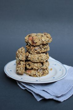These cookies, thanks to my brother, have become a staple in my house and they're packed with everything healthy. Oatmeal Cookies, Cookie Recipes, Sweet Treats, Brother, Yummy Food, Good Things, Healthy Recipes, Chocolate, Breakfast