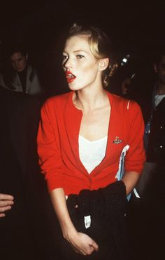 Is it just me, or does she look like a edgy pin up girl? Kate Moss in a Vivienne Westwood cardie, Alexa Chung, Top Models, Kate Moss Stil, Moss Fashion, Queen Kate, Outfits Mujer, Miss Moss, Red Cardigan, Ella Moss