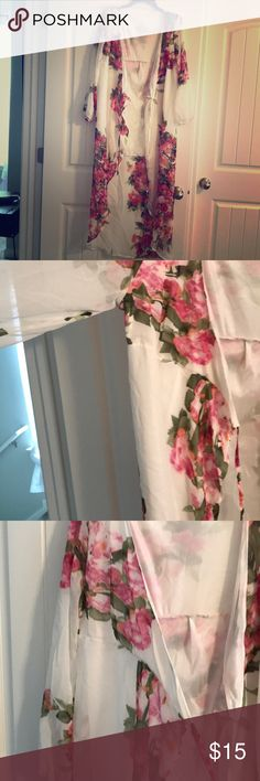Floral kimono Cute over a tank or swim suit. Ties in the front. Tops Blouses