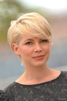Actress Michelle Williams showed off short hair while attending ...