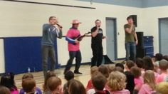 Mr. Mugford fit right in with Hoja!  What a great sport.  We had a great time watching him play that guitar!