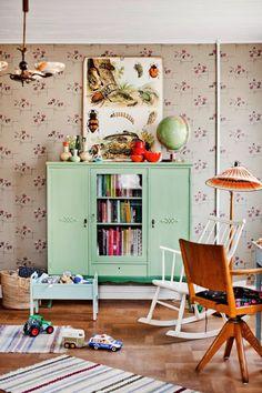 Kid's Room with mint green cupboard | lantliv.com | design-vox.com