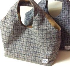 ウールバッグ 一体型 ハンドメイド 作り方 Bag Patterns To Sew, Sewing Patterns Free, Tartan Crafts, Patchwork Bags, Simple Bags, Tote Bag, Handmade Bags, Beautiful Bags, Italian Leather
