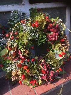 Kranz Natural door wreath for ' N Autumn - Blumenarrangements im Haus Easter Wreaths, Holiday Wreaths, Christmas Diy, Christmas Decorations, Holiday Decor, Door Wreaths, Grapevine Wreath, Fall Arrangements, Natural