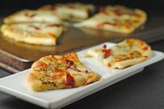 Grilled Pesto, Mozzarella, & Sundried Tomato Flatbread ~ May #SecretRecipeClub! | Juanita's Cocina