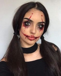 Are you looking for inspiration for your Halloween make-up? Browse around this site for creepy Halloween makeup looks. Halloween Makeup Clown, Halloween Looks, Easy Halloween Costumes Scary, Simple Halloween Makeup, Joker Halloween Costume, Halloween Inspo, Joker Makeup, Scary Makeup, Evil Makeup