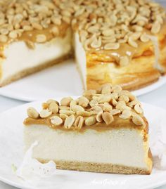 Super delicious, fabulous fudge cheesecake with roasted peanuts. It's an unearthly cheesecake baked on a crispy base. For this kajmakowa mass and salted nuts. It's a cheesecake for every occasion! Sweet Recipes, Cake Recipes, Fudge Cake, Roasted Peanuts, Food Cakes, Vanilla Cake, Food Inspiration, Sweet Tooth, Cheesecake