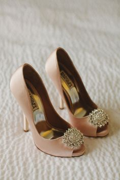 Loving these glamorous vintage wedding shoes!