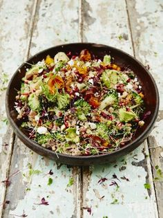 Superfood salad Superfood salad Jamie Oliver Full of great veggies this salad is nutritious delicious and super-satisfying Kale Quinoa Salad, Superfood Salad, Superfood Recipes, Healthy Salad Recipes, Vegetarian Recipes, Cooking Recipes, Cooked Quinoa, Quinoa Broccoli, Healthy Recipes