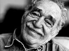 Gabriel Garcia Marquez fue un gran escritor colombiana el cual en una ocasión gano el premio Novel de Literatura Frases Gabriel Garcia Marquez, Netflix, Quotes Thoughts, People Photography, Charles Bukowski, Oeuvre D'art, Les Oeuvres, Authors, Writers