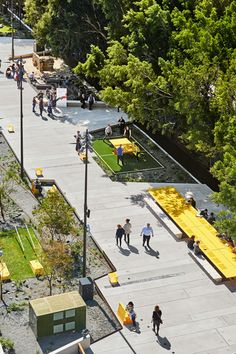 Week A walkable city helps in lessening traffic, making the city better by improving the quality of life, and gives people the opportunity to have a healthier life as they can go out and enjoy a nice walk along a beautifully designed city streets Landscape Design Plans, Landscape Architecture Design, Urban Landscape, Villa Architecture, Green Architecture, Parque Linear, Urban Design Concept, Linear Park, Parking Design