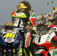 Find images and videos about motogp, valentino rossi and marco simoncelli on We Heart It - the app to get lost in what you love. Ducati, Vale Rossi, Gp Moto, Valentino Rossi 46, Motogp Race, Gilles Villeneuve, Road Racing, Auto Racing, Racing Motorcycles