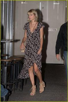 Taylor Swift & Tom Hiddleston Hold Hands on Romantic Dinner Date in Australia