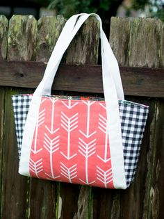 Nana's Perfect Picnic Tote Pattern | We promise this easy sewing pattern is Nana-approved!