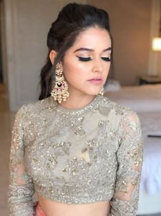 20 Best Party Makeup Looks For Sister of the Bride or Groom! - Indian wedding makeup - Make-up Indian Party Makeup, Indian Makeup Looks, Indian Wedding Makeup, Party Makeup Looks, Wedding Makeup Looks, Pakistani Makeup Party, Saree Hairstyles, Indian Hairstyles, Bridal Hairstyles