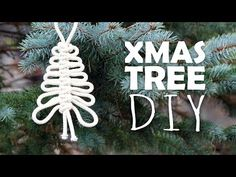 Knotted Xmas Tree Easy Tutorial by Macrame School. Nice gift or decoration for Christmas and New Year's Eve. 🎁 Watch more Christ. Macrame Wall Hanging Patterns, Macrame Art, Macrame Design, Macrame Projects, Macrame Patterns, Rope Crafts, Holiday Crafts, Diy Christmas Ornaments, Handmade Christmas