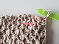 tunisch kussen haken | GRATIS HAAKPATRONEN | crochets4U Crochet Symbols, Crochet Stitches Patterns, Stitch Patterns, Tunisian Crochet, Knit Crochet, Knitting Projects, Crochet Projects, Knot Pillow, Crochet World