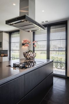 Excellent modern kitchen room are readily available on our website. Luxury Kitchens, Cool Kitchens, Modern Kitchens, Kitchen Modern, Modern Farmhouse, Best Kitchen Designs, Design Moderne, Küchen Design, Design Ideas