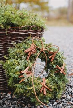 vacker höstkrans WREATH Nordic Christmas, Green Christmas, Christmas Birthday, Christmas Colors, Simple Christmas, All Things Christmas, Christmas Time, Christmas Greenery, Farmhouse Christmas Decor