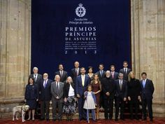 On the morning of Friday, Don Felipe and Doña Letizia received the protective members of the Prince of Asturias. Then Don Felipe imposed Foundation logo the recipients of the 2013 Prince of Asturias Awards, with whom they shared a lunch, attended by Her Majesty the Queen.