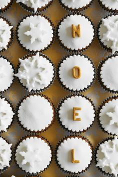 Schoko-Nuss-Weihnachts-Cupcakes mit Fondant | http://eatsmarter.de/rezepte/weihnachts-cupcakes