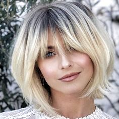 Best bobs 2019 - how beautiful is this cut on Julianne Hough, classic bob with s. - Short HairBest bobs 2019 - how beautiful is this cut on Julianne Hough, classic bob with soft bangs Haircuts With Bangs, Short Bob Hairstyles, Hairstyle Short, Stacked Bob Haircuts, Hairstyles For Long Faces, Long Bob Haircut With Bangs, Haircut Bangs, Hairstyle Ideas, Medium Hair Styles