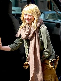 Star Tracks: Thursday, April 11, 2013 - BLONDE BEAUTY - Star Tracks, Emma Stone : People.com