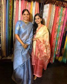 Sarees Tk Adore for it's Simplicity and Elegance:- Wanderlust Fashion Saris Indios, Saree Sale, Grey Saree, Silk Saree Kanchipuram, Drape Sarees, Indian Silk Sarees, Simple Sarees, Saree Trends, Elegant Saree