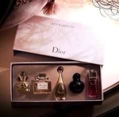 Image discovered by Zakia Purity. Find images and videos about dior, perfume and miss dior on We Heart It - the app to get lost in what you love. Parfum Dior, Perfume Scents, Perfume Bottles, Perfume Recipes, Perfume Packaging, Chanel Perfume, Solid Perfume, Perfume Collection, Grooming Kit