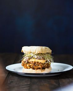 This easy vegan black bean burger is bursting with flavor: the patties are also gluten free and topped with spicy mayo & sprouts. Black Bean Burgers, Black Burger, Couple Cooking, Vegetarian Recipes, Healthy Recipes, Free Recipes, Quick Recipes, Yummy Recipes, Dinner Recipes