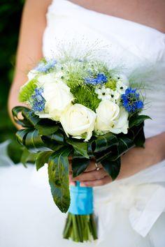 Brautstrauss in Grün-weiß-blau für die #Hochzeit im #Frühling