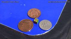 Tony Fisher baut den kleinsten Zauberwürfel der Welt  Der ungarische Designer Ernő Rubik hat vor über 40 Jahren ein Produkt entwickelt, das seitdem viele Generationen begeistert hat: den Zauberwürfel...