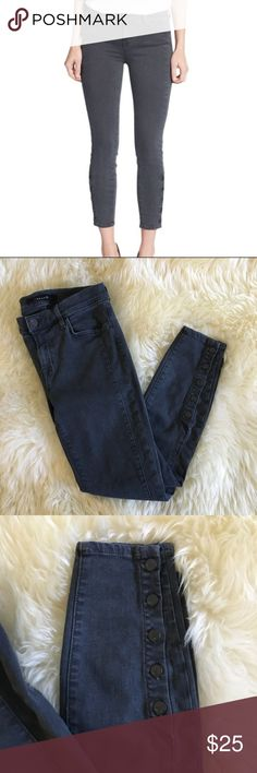 J Brand / 27 / Gray Suvi Cropped Skinny Jeans J Brand Size 27 Suvi Cropped Skinny Jeans no holes or stains, in excellent used condition!  Inseam: Length: Waist: J Brand Jeans Skinny